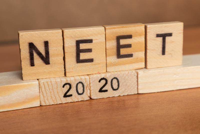 Maski, Inde 26, mai 2019 : NEET ou R?SULTATS D'ESSAI nationaux d'?ligibilit? et d'entr?e 2020 dans les caract?res gras en bois image stock