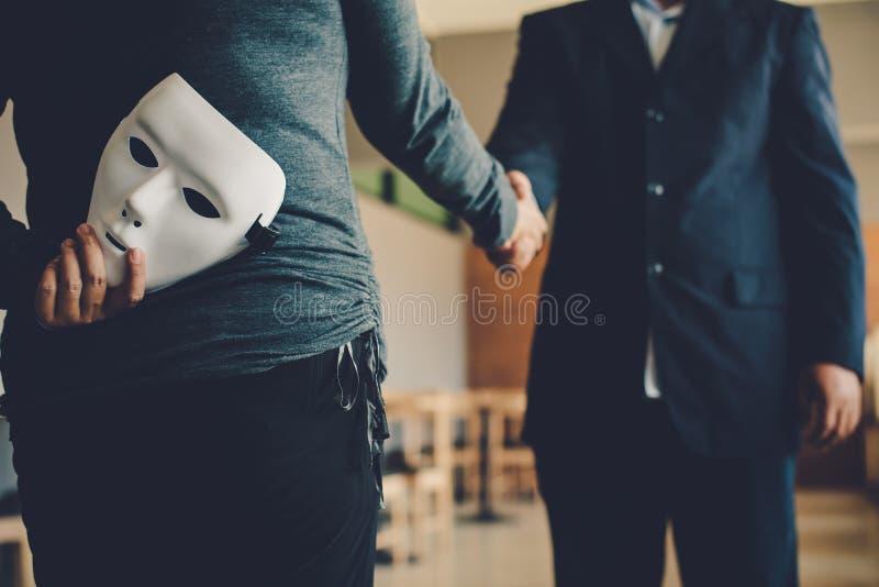 Maskiert, keine Aufrichtigkeit von Geschäft zusammen tätigen lizenzfreie stockfotografie