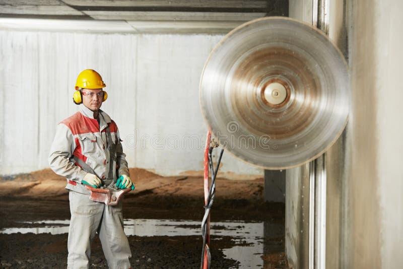 Maskin för rivning för byggmästarearbetarfungerings fotografering för bildbyråer
