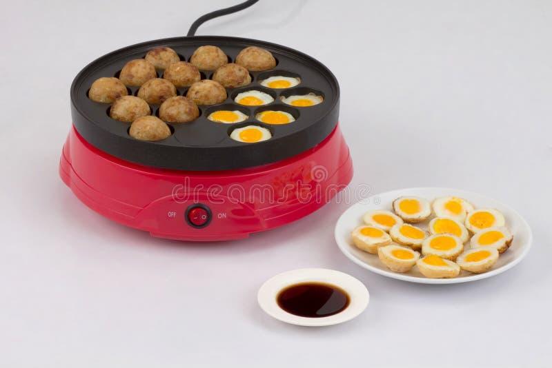 Maskin för Takoyaki bollmatlagning royaltyfri fotografi