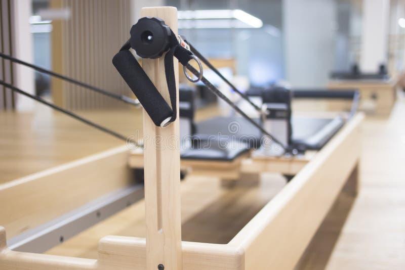 Maskin för världsförbättrarepilatesstudio arkivfoton