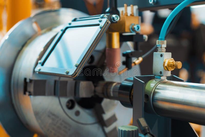 Maskinen för svetsande ytbehandla cylindriska delar royaltyfria foton
