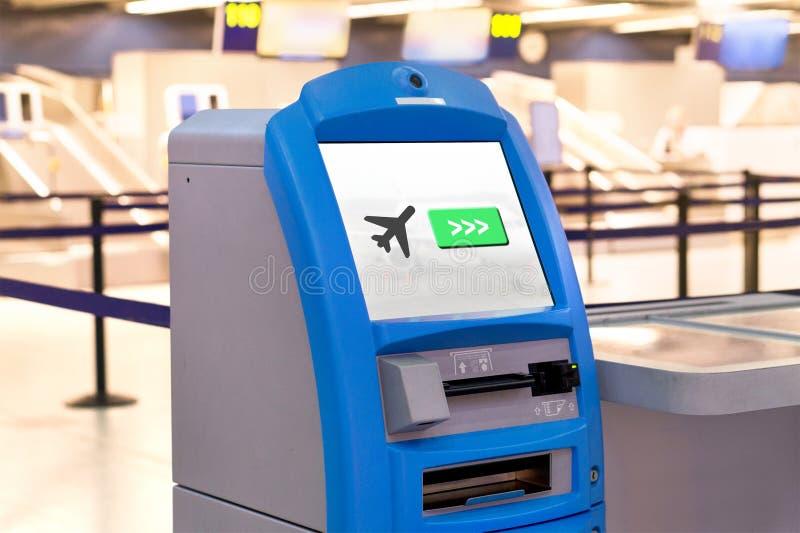 Maskinen på flygplatsen för kontrollerar in arkivfoto