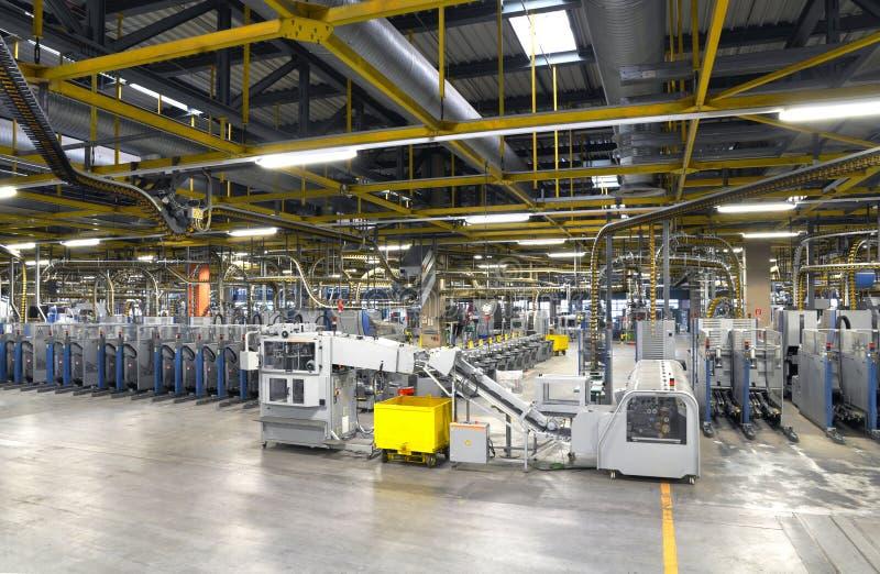 Maskiner av en stor printingväxt - printing av dagstidningen royaltyfri fotografi