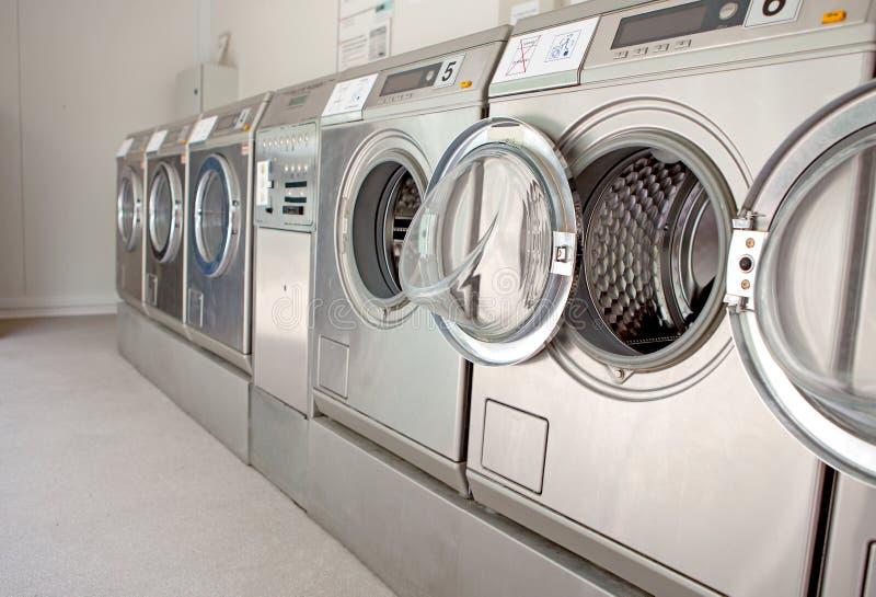 maskiner row tvätt arkivbilder