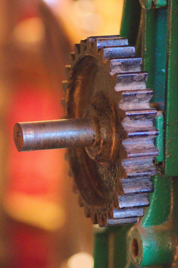 Maskineri ett slut upp bild av ett a-kuggehjul royaltyfri fotografi