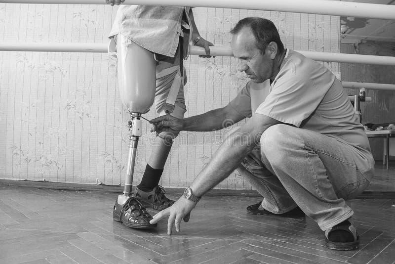 Maskineri som reglerar det prosthetic benet royaltyfri foto