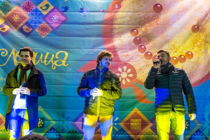 Maslenitsa (semana de la crepe) El funcionamiento del musical-grupo el primer ministro imagen de archivo libre de regalías