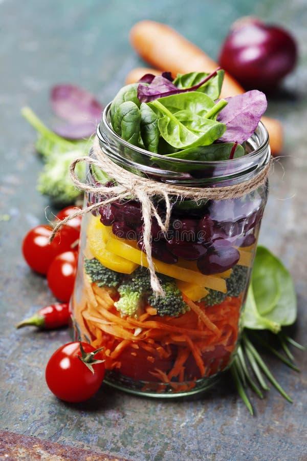 Mason Jar Salad fait maison en bonne santé photographie stock libre de droits