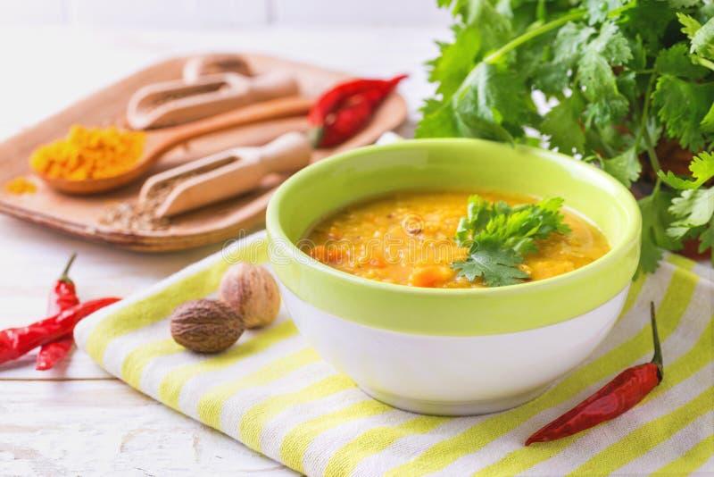 Masoor dal - soupe indienne à crème de lentille Cari Hyderabadi Khatti images libres de droits