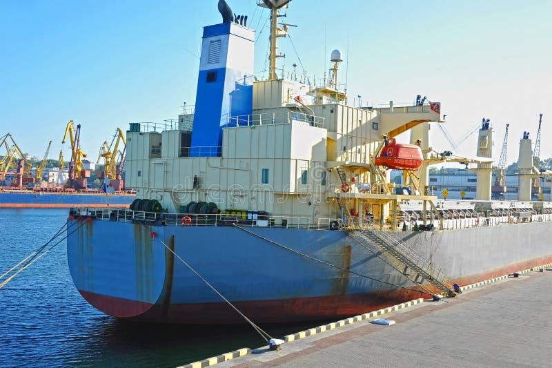 Masowego przewoźnika statek zdjęcie royalty free