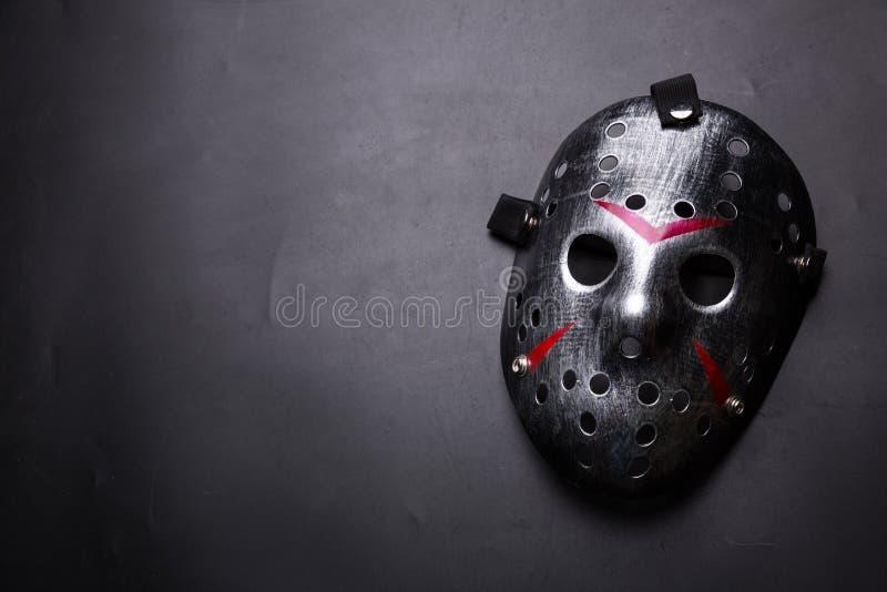 Masque d'hockey d'assassin en série d'isolement sur le noir photos libres de droits