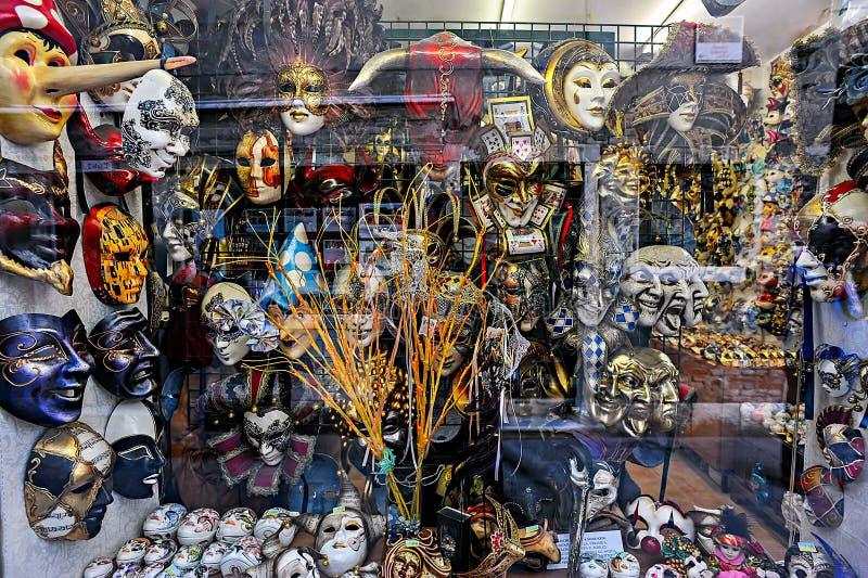 Masque de carnaval - fenêtre de boutique photo libre de droits