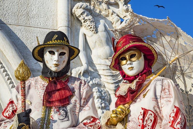 masque de carnaval de venise photo stock image du robe oeil 107590686. Black Bedroom Furniture Sets. Home Design Ideas