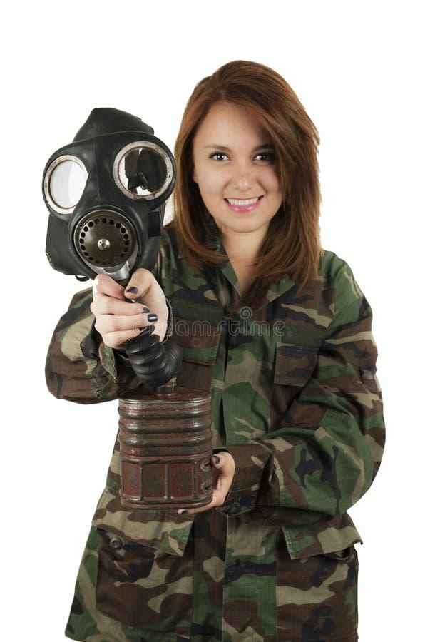 masque de gaz de port de jeune femme militaire photo stock. Black Bedroom Furniture Sets. Home Design Ideas