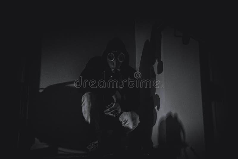 Masque de gaz rampant photographie stock libre de droits
