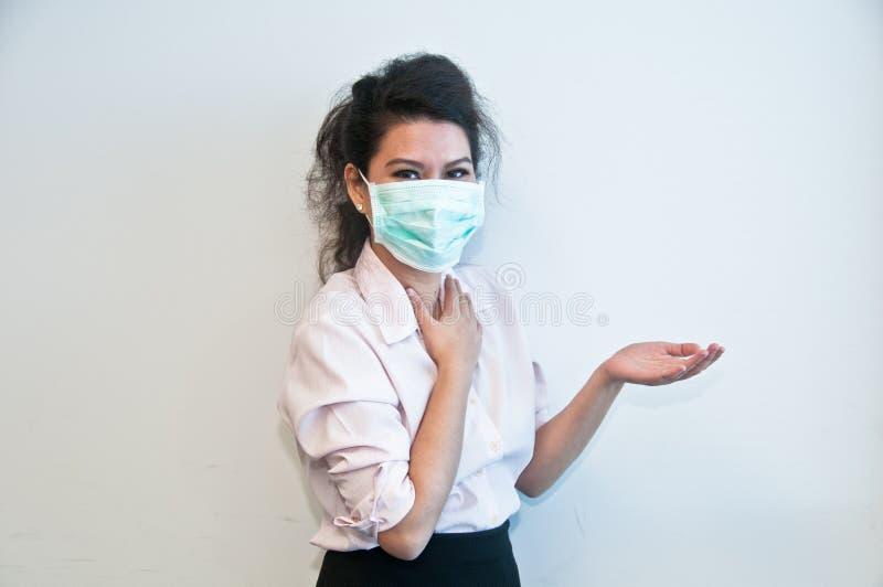 Masque et présent d'hygiène d'usage de femme d'affaires de côté gauche photos stock