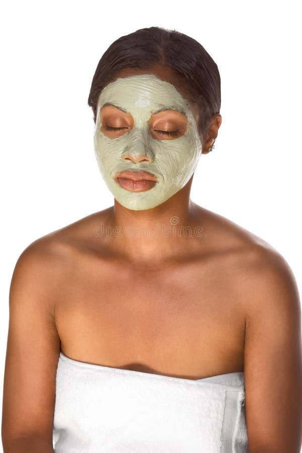 Masque facial sur la fille noire images stock