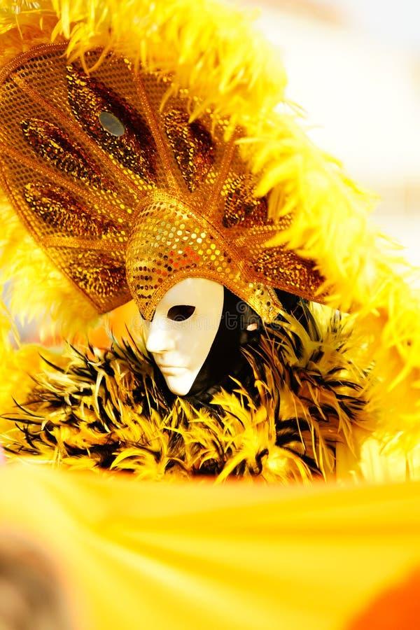 Masque jaune. image libre de droits