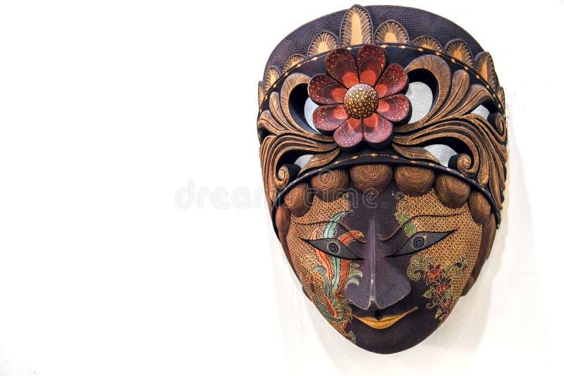 Masque Javanese de batik fait de bois sur un fond blanc photographie stock libre de droits