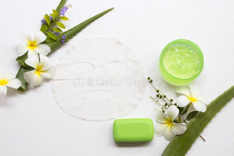 Masque naturel de feuille d'arome, visage de fines herbes apaisant de peau de soins de santé de Vera d'aloès d'extrait de gel images stock