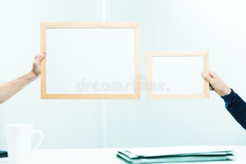 Masquez côte à côte les signes encadrés photos libres de droits