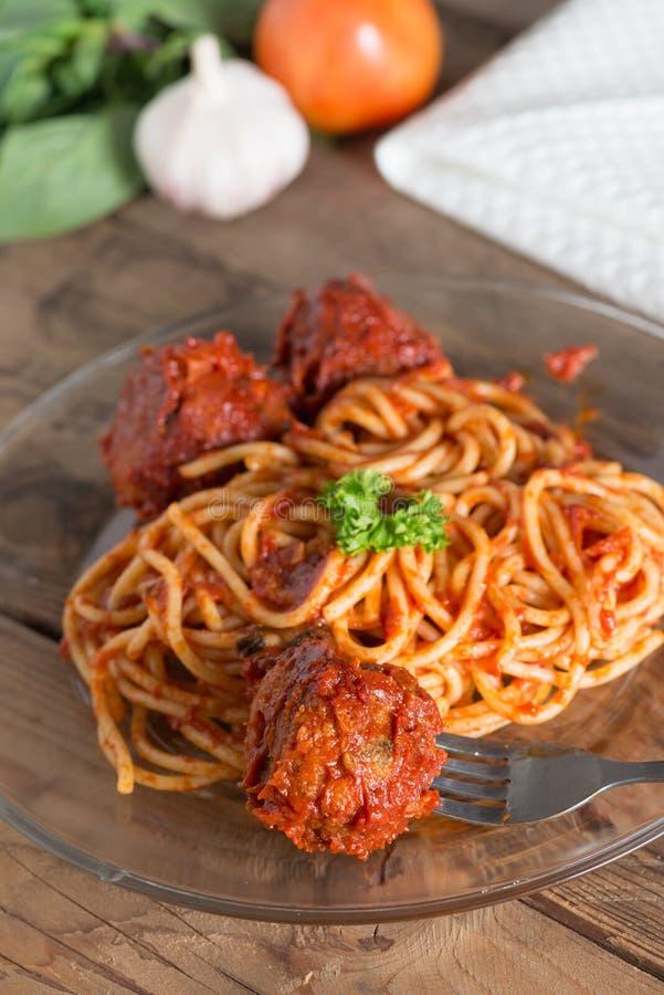 Massa com meatballs e molho de tomate fotos de stock