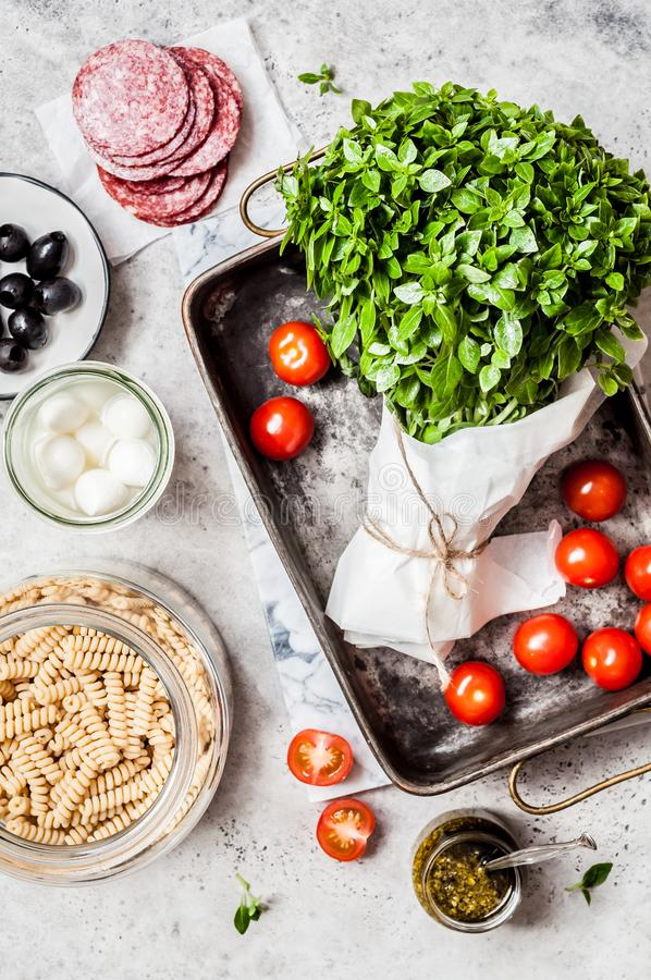 A massa coze ingredientes fotos de stock