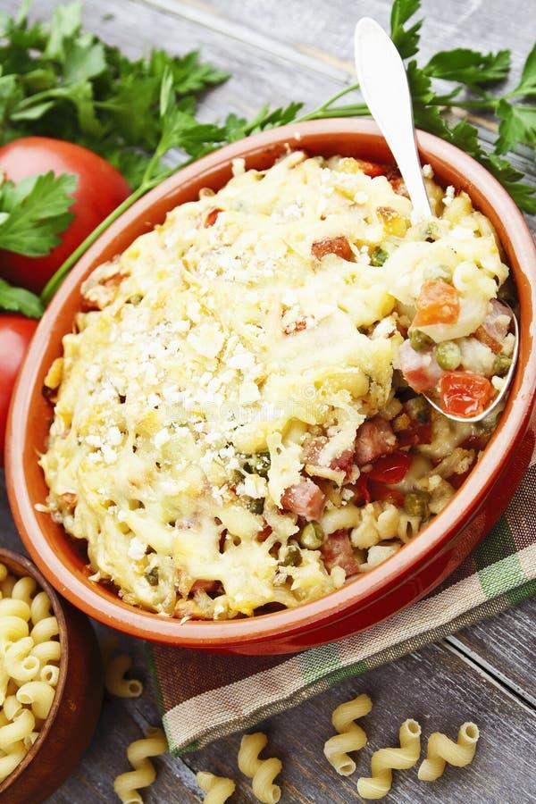 Download Massa Cozida Com Bacon E As Ervilhas Verdes Foto de Stock - Imagem de bacon, saudável: 65579474