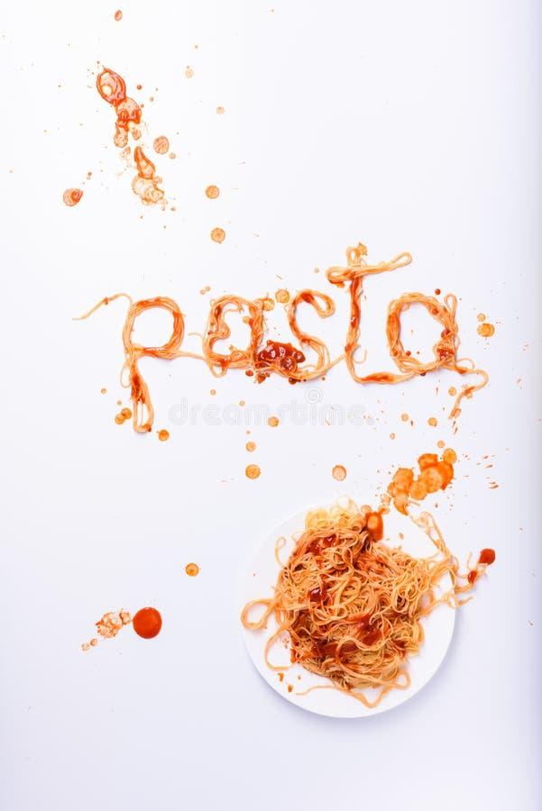 Massa cozinhada com molho de tomate Espaguetes - cartaz italiano do alimento imagens de stock