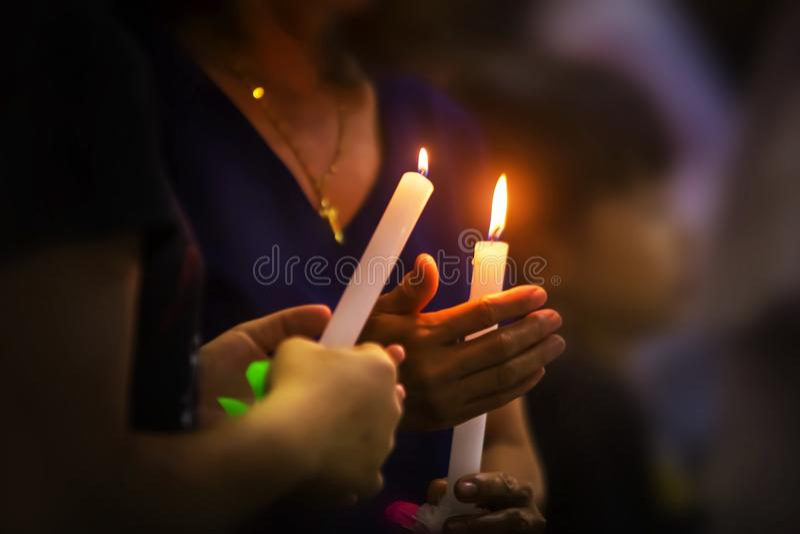 Massa da vigília de sábado santamente ou de Páscoa na igreja de St Theresa Hua Hin fotos de stock