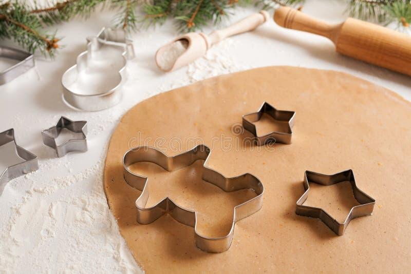 Massa das cookies do pão-de-espécie com preparação das especiarias fotografia de stock royalty free