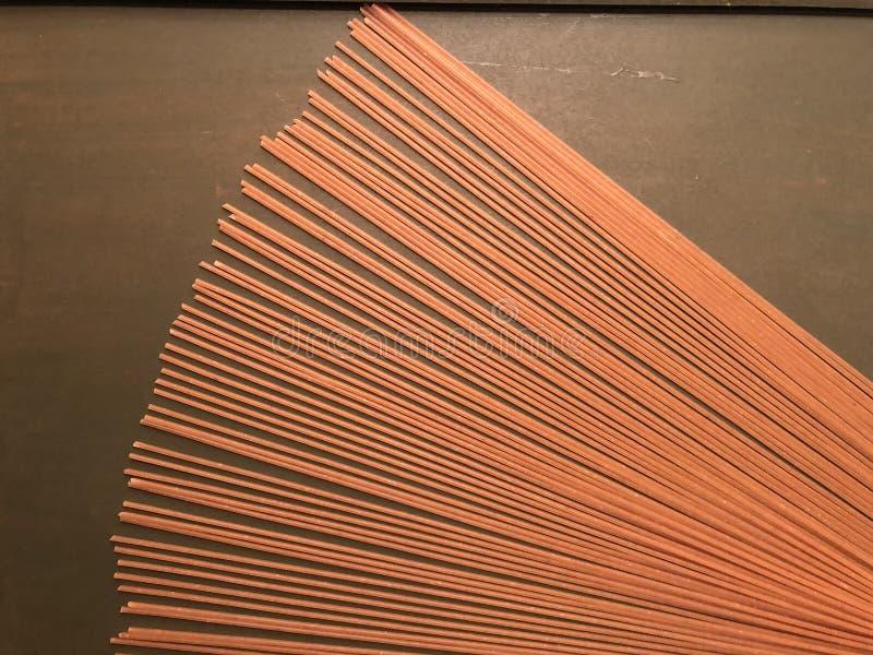 Massa dos espaguetes feita da farinha de trigo inteiro fotografia de stock