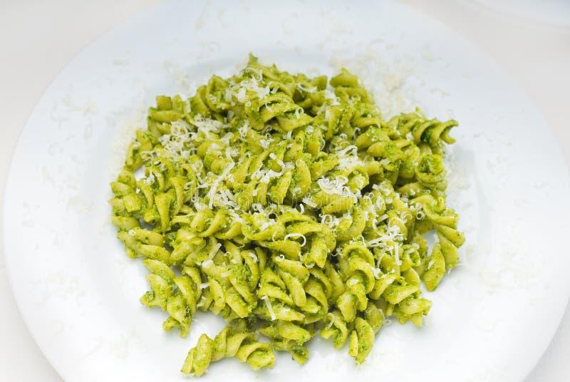 Download Massa E Pesto Italianos Do Fusilli Foto de Stock - Imagem de fundo, gourmet: 12805092