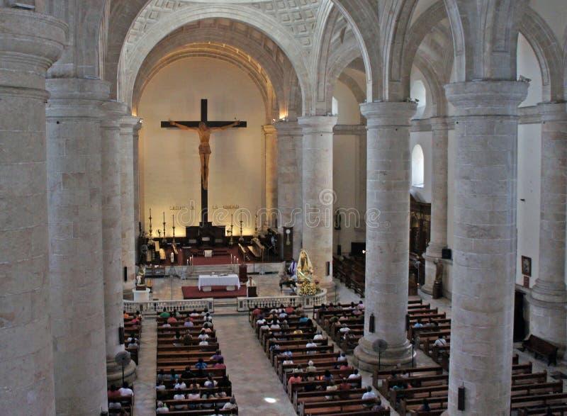 Massa em San Idelfonso Cathedral em Merida, México imagem de stock