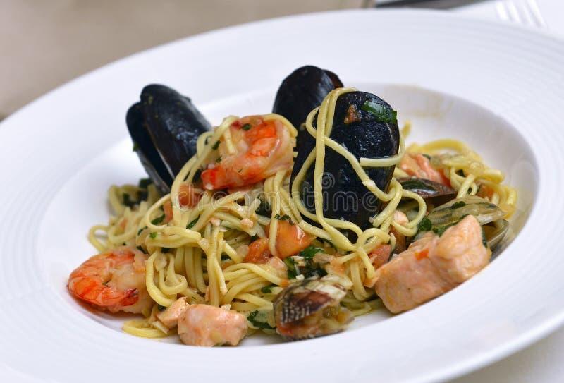 Download Massa fresca com marisco foto de stock. Imagem de restaurante - 29830386