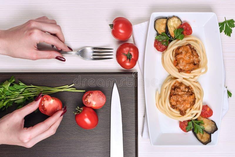 Massa italiana com carne em um café jantar no restaurante han fotos de stock
