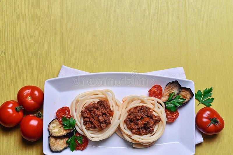 Massa italiana com carne em um café jantar no restaurante pas fotografia de stock