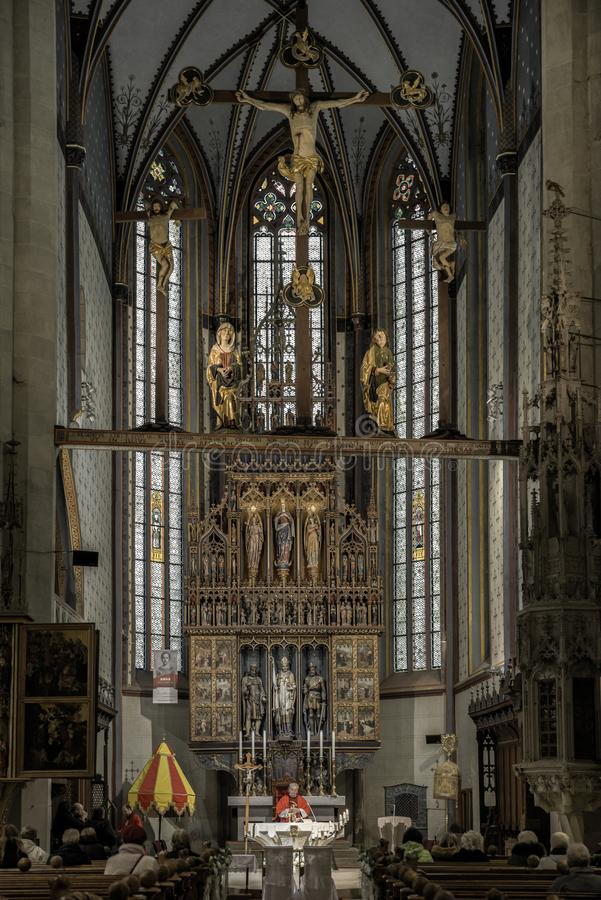 Massa na igreja Católica, Bardejov - Eslováquia foto de stock royalty free