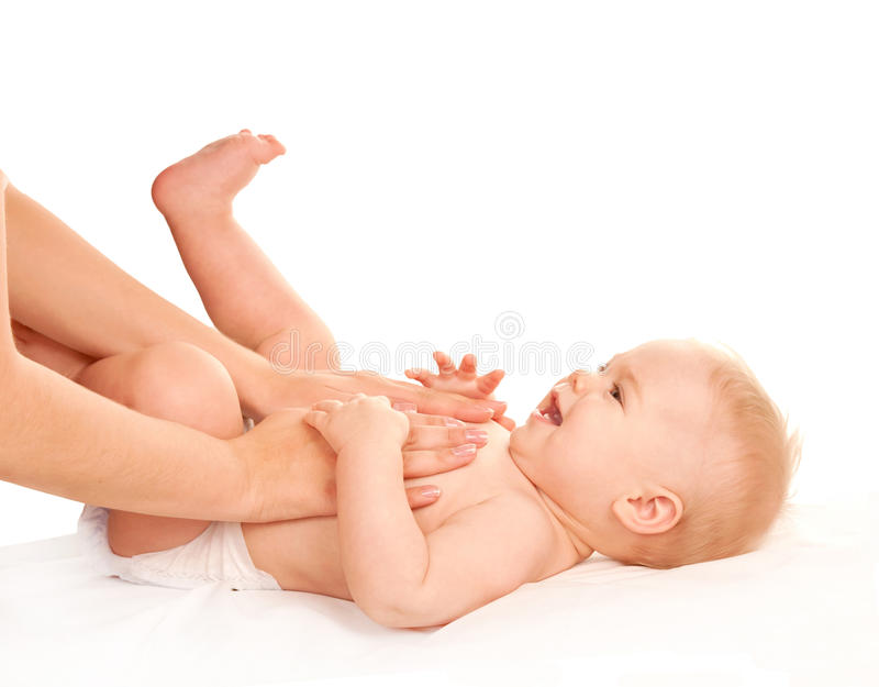 Massage de chéri Mère massant le ventre d'enfant photographie stock
