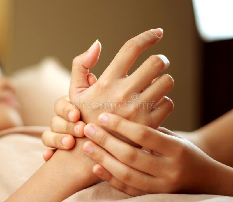 Massage de main image libre de droits