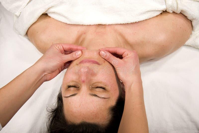 Massage de menton photographie stock libre de droits
