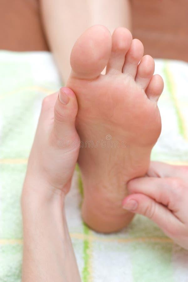 Massage de pied photos libres de droits