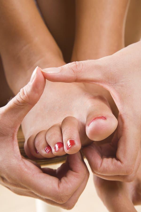 Massage de pied avec la forme de coeur images stock