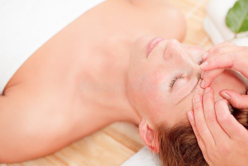 Massage de santé de station thermale de bien-être images libres de droits