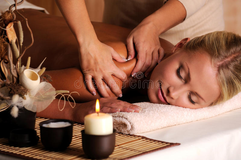 Massage de shuolder photographie stock