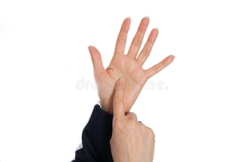 Massage de thérapie d'acuponcture Démonstration des taches de problème sur les mains image libre de droits