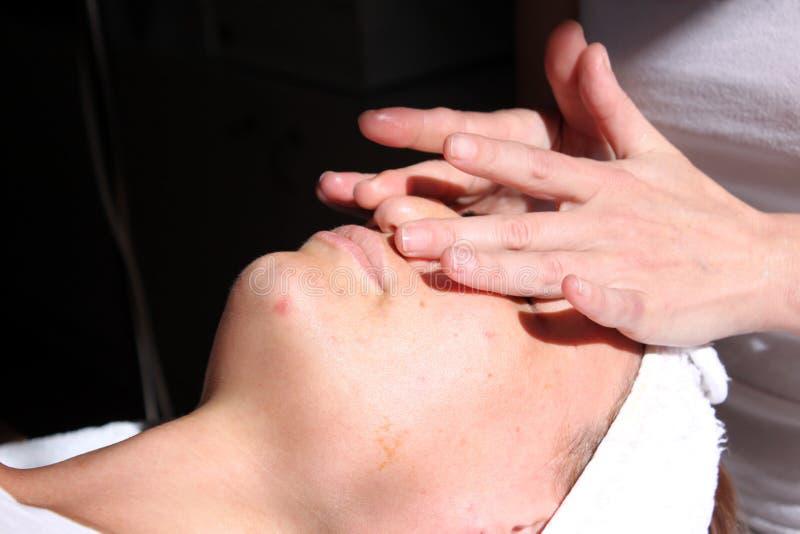 Massage de visage photographie stock