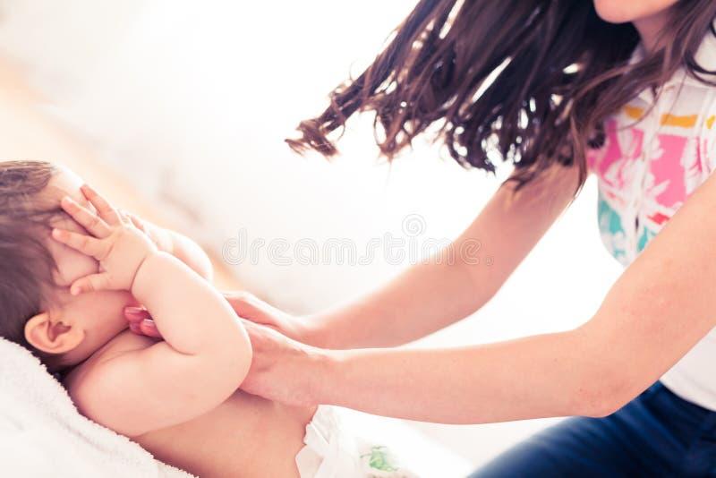 Massage du picaboo de jeu photographie stock libre de droits