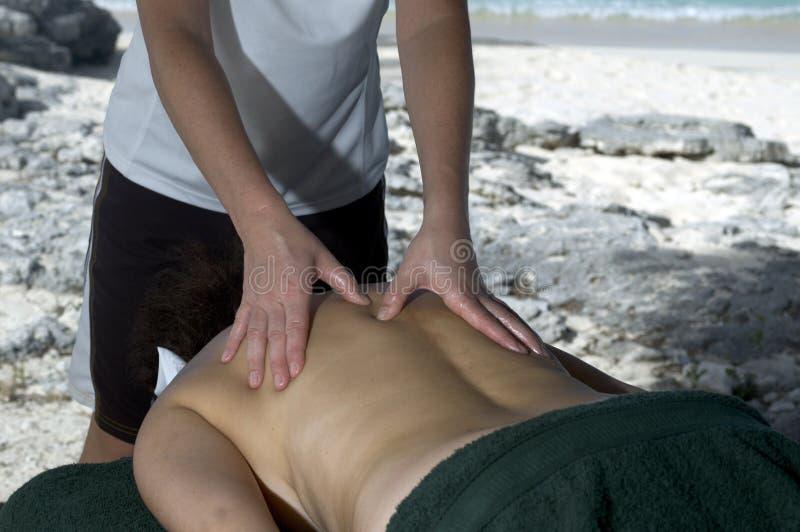 Massage durch das Meer lizenzfreies stockbild
